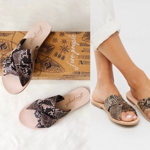 ✨New FREE PEOPLE Rio Vista Snake Leather Slides